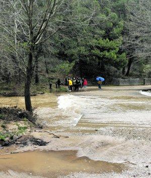 Clientes del camping aislados por la subida del agua.