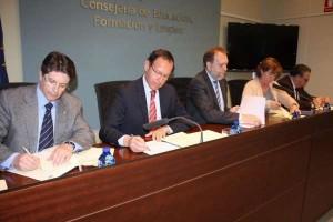 El alcalde y el consejero firman dos convenios para mejorar la capacitación de los demandantes de trabajo