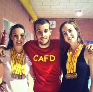 Cristina y Virginia junto a su entrenador Paco Boluda