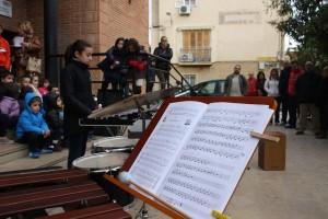 Alumnos Escuela Municipal de Música tocando en la puerta de la Casa de la Cultura de Cehegín