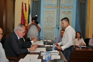 Foto de Archivo :::Nuevo Concejal de IU-Verdes toma posesión en un pleno del ayuntamiento de Cehegín:::
