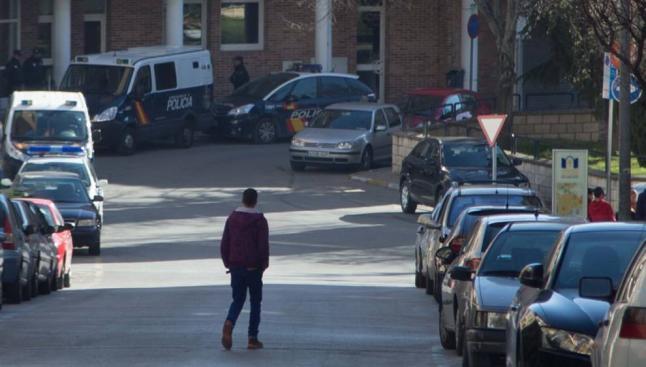 La operación policial continúa abierta y no se descartan más arrestos. FOTO ::La Opinion::