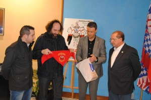 Urmeneta con el Concejal de Festejos, el Secretario de la Comision de Festejos y el Presidentedel Bando de los Caballos
