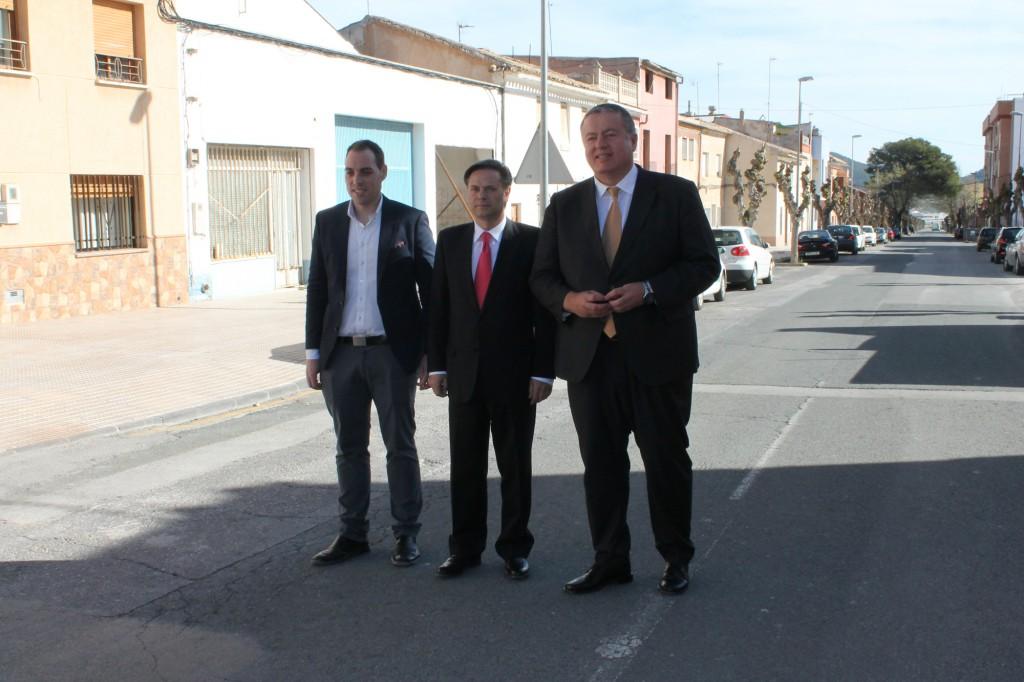 Consejero, alcalde y contratista en Avenida de la Libertad