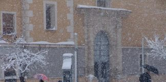 FOTO ARCHIVO - Bullas bajo la nieve